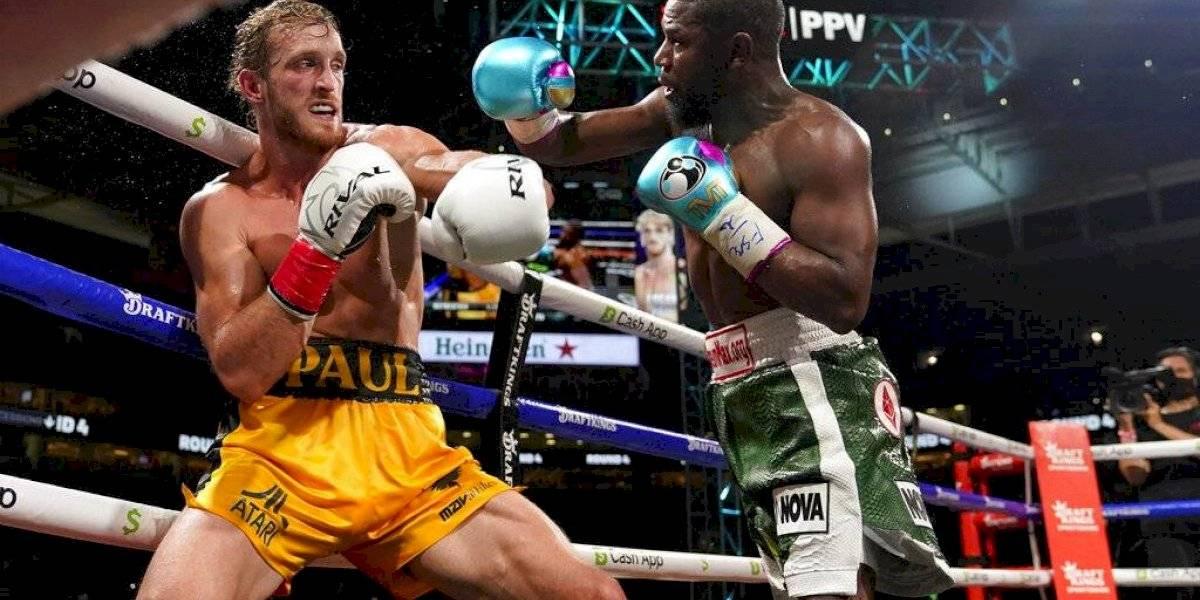 Logan Paul aguanta golpes ante Floyd Mayweather