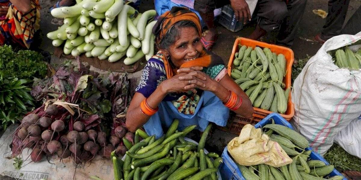 India reabre con cautela tras un descenso en los contagios