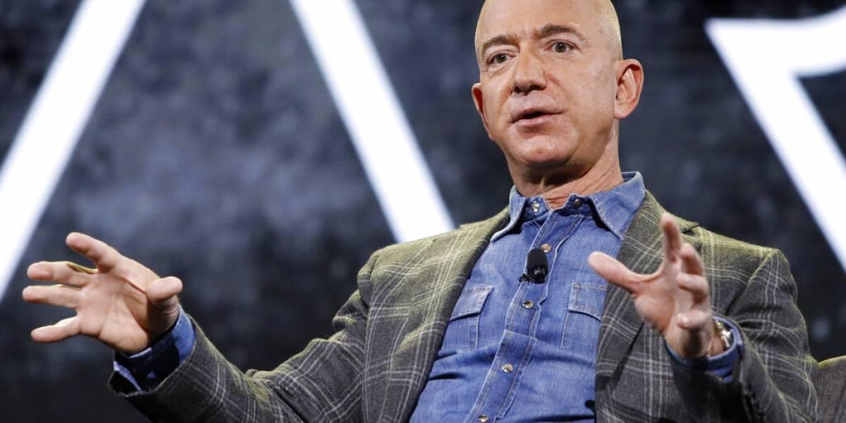Bezos estará en primer vuelo espacial tripulado de Blue Origin
