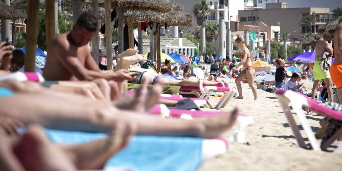 España abre sus puertas a los turistas que estén vacunados contra el COVID-19