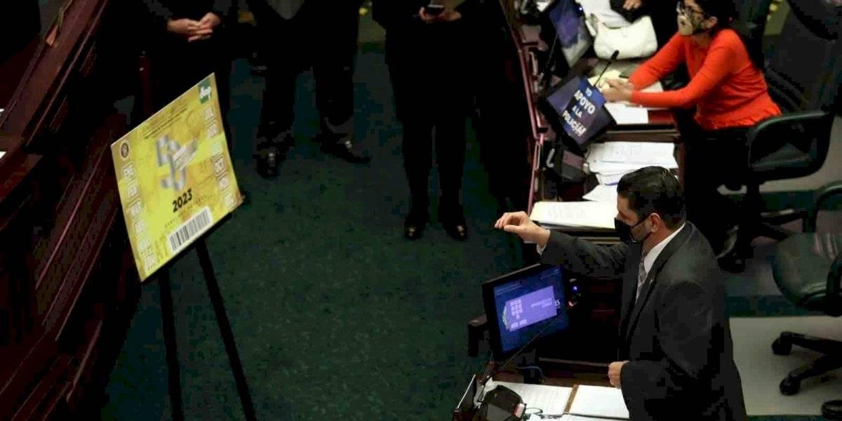 """Cámara aprueba creación de marbete y tablilla conmemorativa al """"Hit 3,000"""" de Roberto Clemente"""