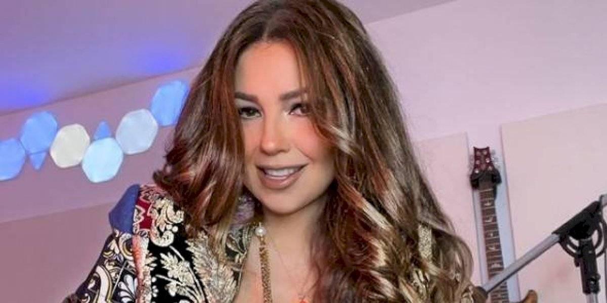 Thalía muestra su gallinero casero con un peculiar baile