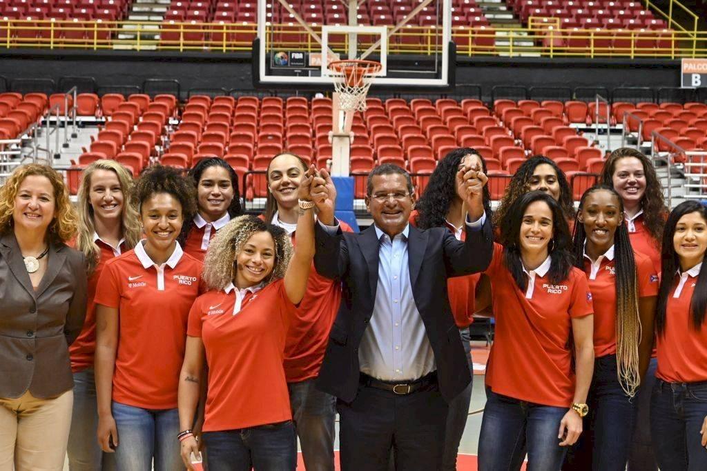 Junto al Gobernador Pedro Pierluisi y la presidenta del COPUR, Sara Rosario.