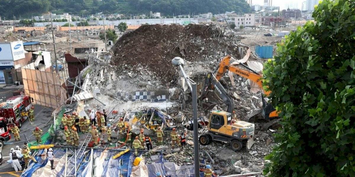 Colapsa edificio que estaba siendo demolido en Surcorea