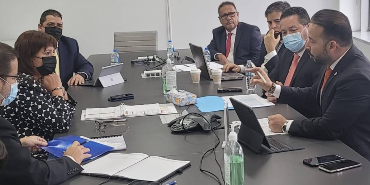 Jaresko se reúne con alcaldes para lograr acuerdo sobre Fondo de Equiparación