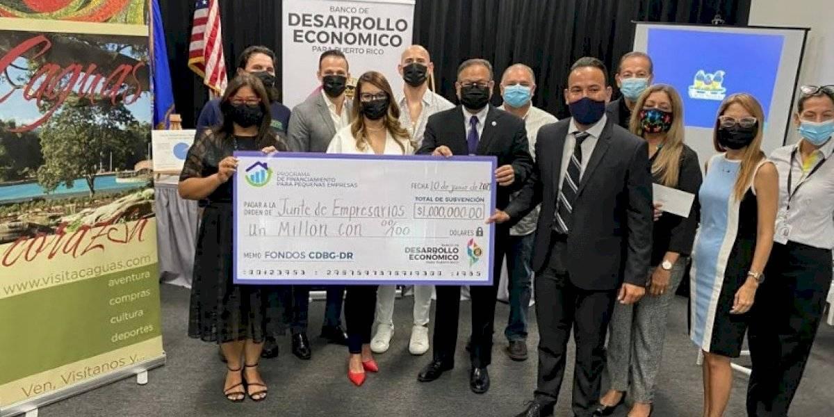 Desarrollo Económico entrega 1 millón de dólares en subvenciones a empresarios en Caguas