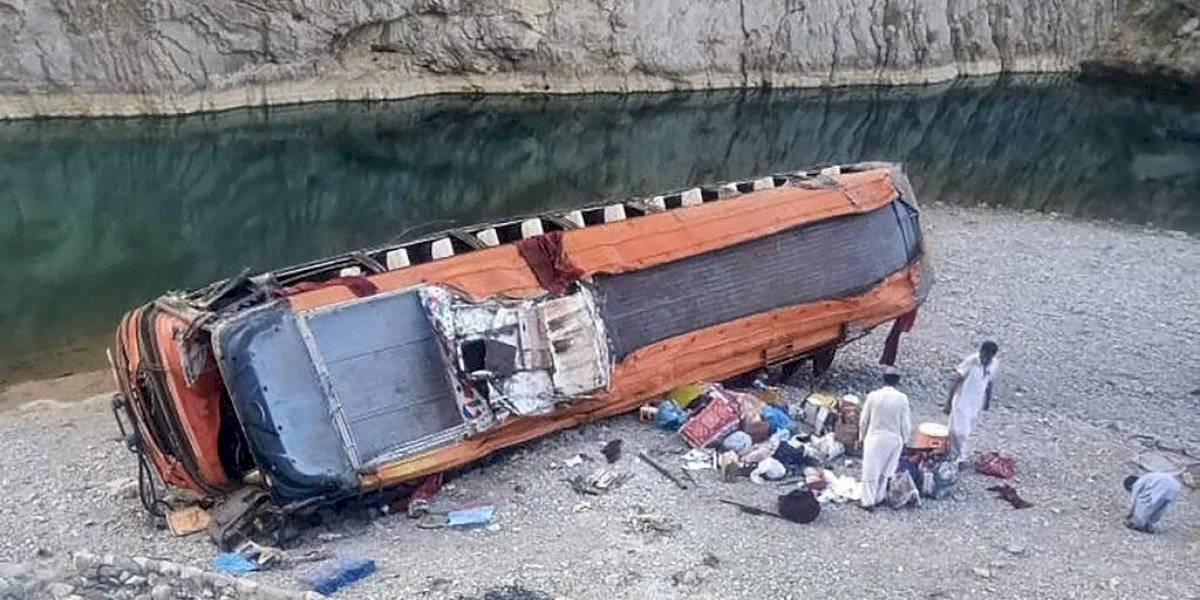 20 peregrinos muertos luego que se volcara un bus en Pakistán