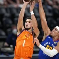 Booker encabeza ofensiva en otro triunfo de los Suns de Phoenix en playoff de NBA