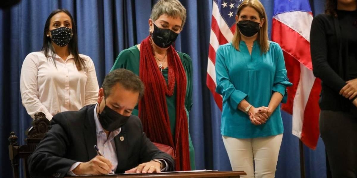 Alcalde de San Juan firma órdenes ejecutivas a favor de comunidad LGBTTQIA+
