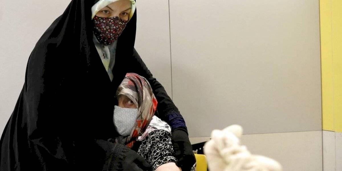 Irán aprueba primera vacuna contra COVID-19 desarrollada en el país