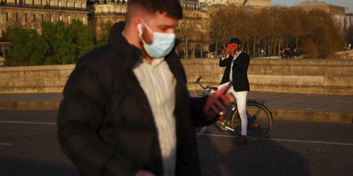 Adiós a las mascarillas: Francia dejará de exigir cubrebocas en exteriores