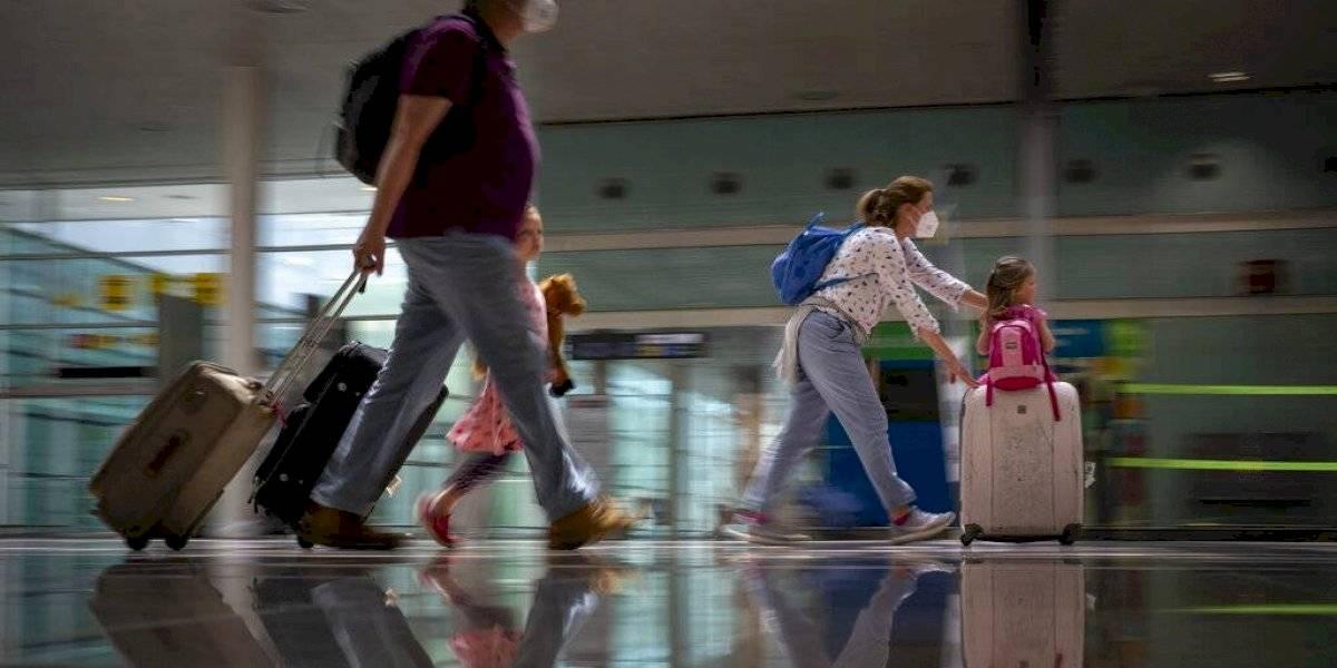 Presentan medida para exigir vacuna COVID en vuelos domésticos
