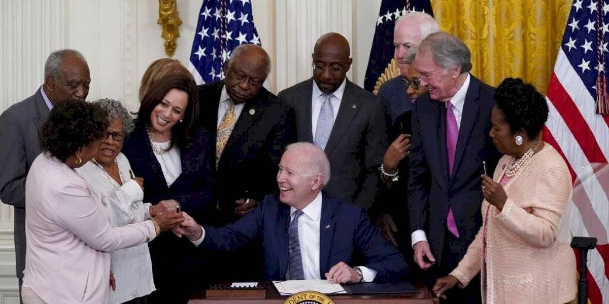 Nuevo feriado federal: Biden firma ley para conmemorar el fin de la esclavitud en EEUU