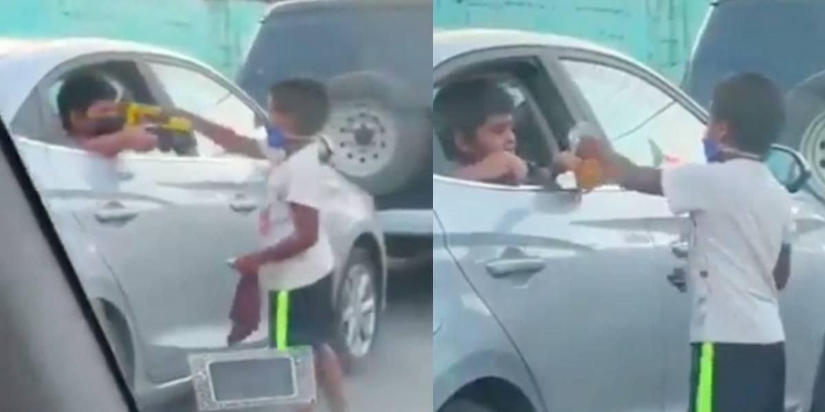 Niño comparte juguetes con otro que estaba limpiando parabrisas del auto y se hacen virales