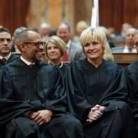 Policía de Iowa no podrá revisar basura sin orden judicial
