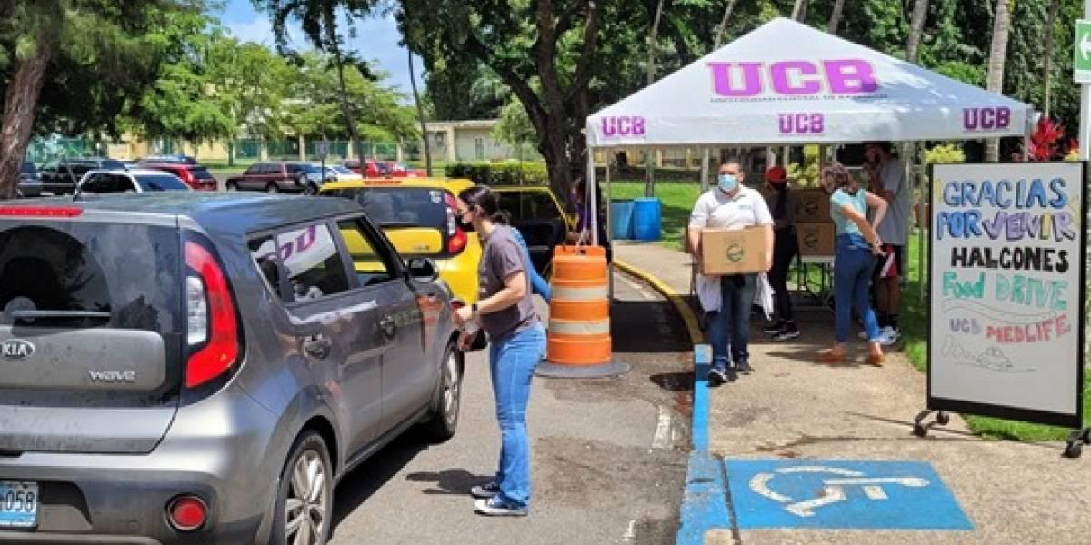 Universidad Central de Bayamón entrega cajas de alimentos a universitarios