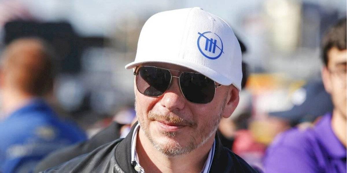 Listo Pitbull para regresar a los escenarios en medio de su afición a NASCAR