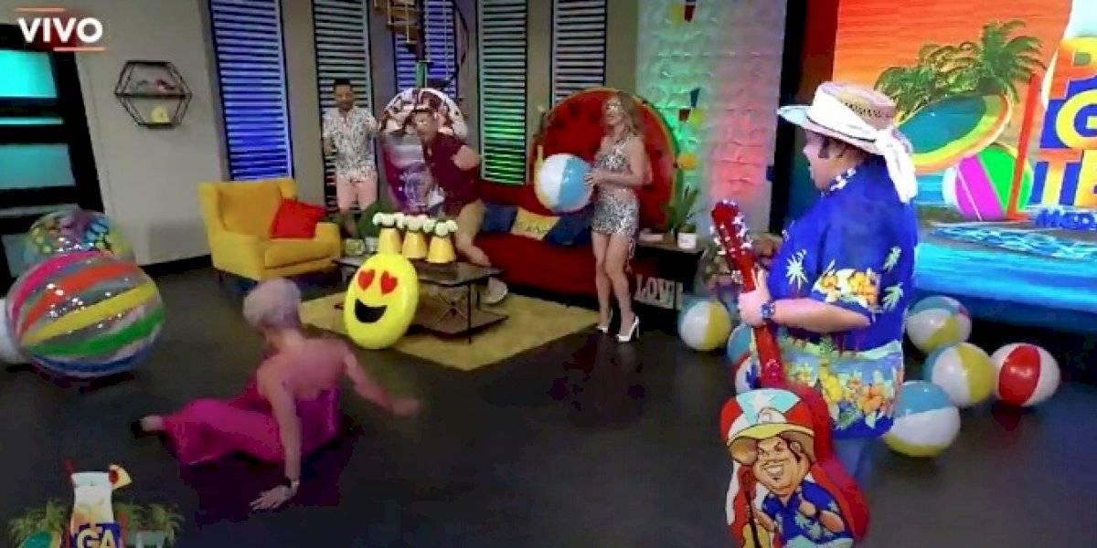 """Angelique Burgos termina en el piso tras brincar una bola en """"Pégate al mediodía"""""""