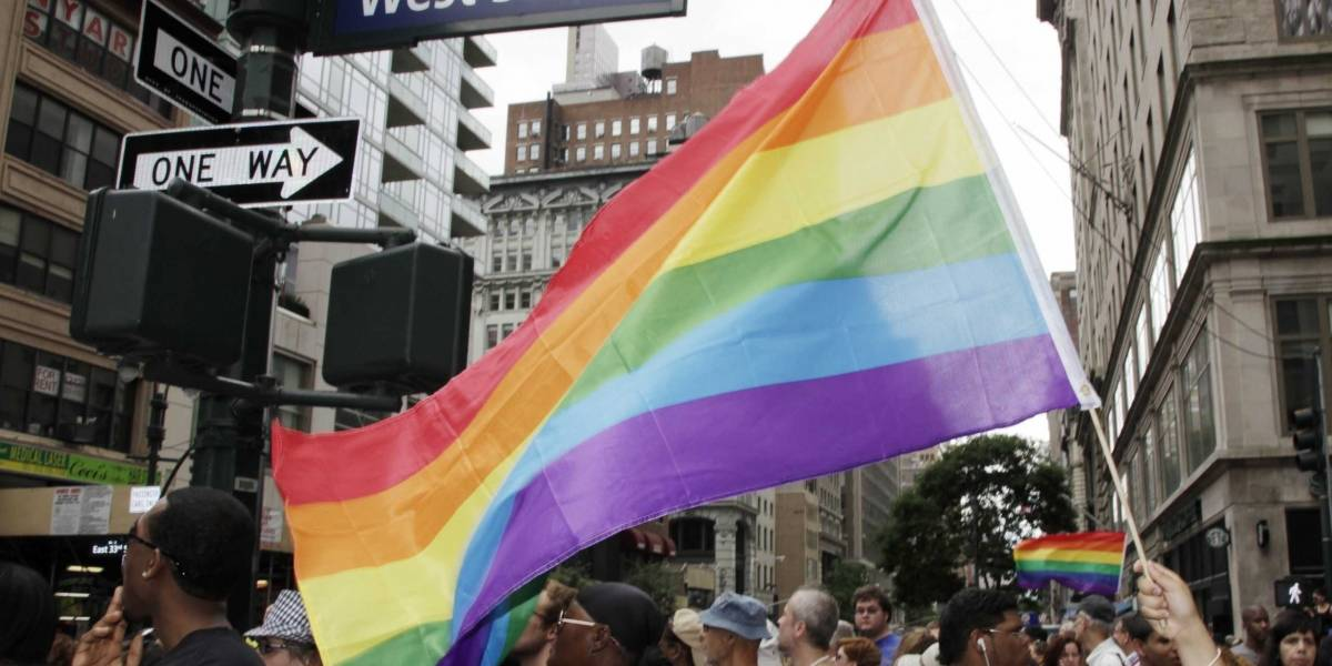 Casi un tercio de latinos mormones en EU se identifican como LGBTQ