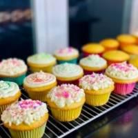 Receta: Cupcakes de pan de maíz con frosting de queso crema