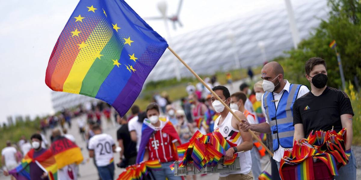 Unión Europea defiende derechos LGBT ante preocupación por ley húngara
