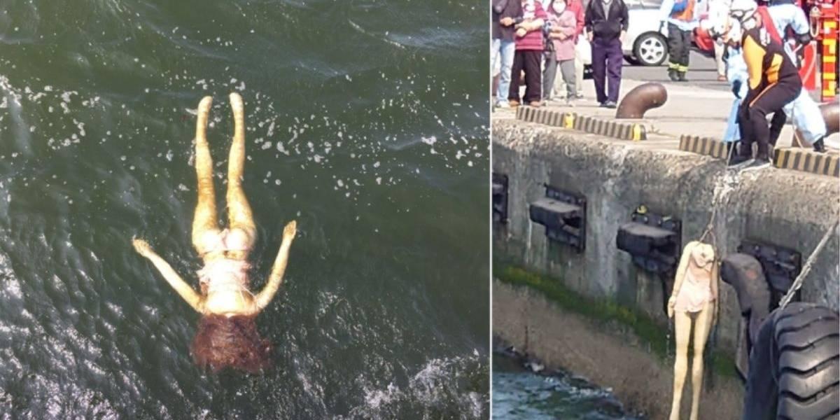"""Hacen gran operativo para rescatar a """"mujer ahogada"""" y descubren que era una muñeca inflable"""
