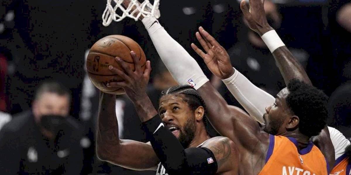 Clippers derrotan a los Suns y se llevan el tercer juego de la serie Conferencia Oeste