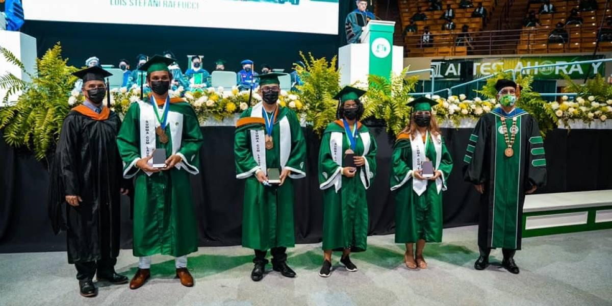 Trece graduados del RUM con promedio perfecto