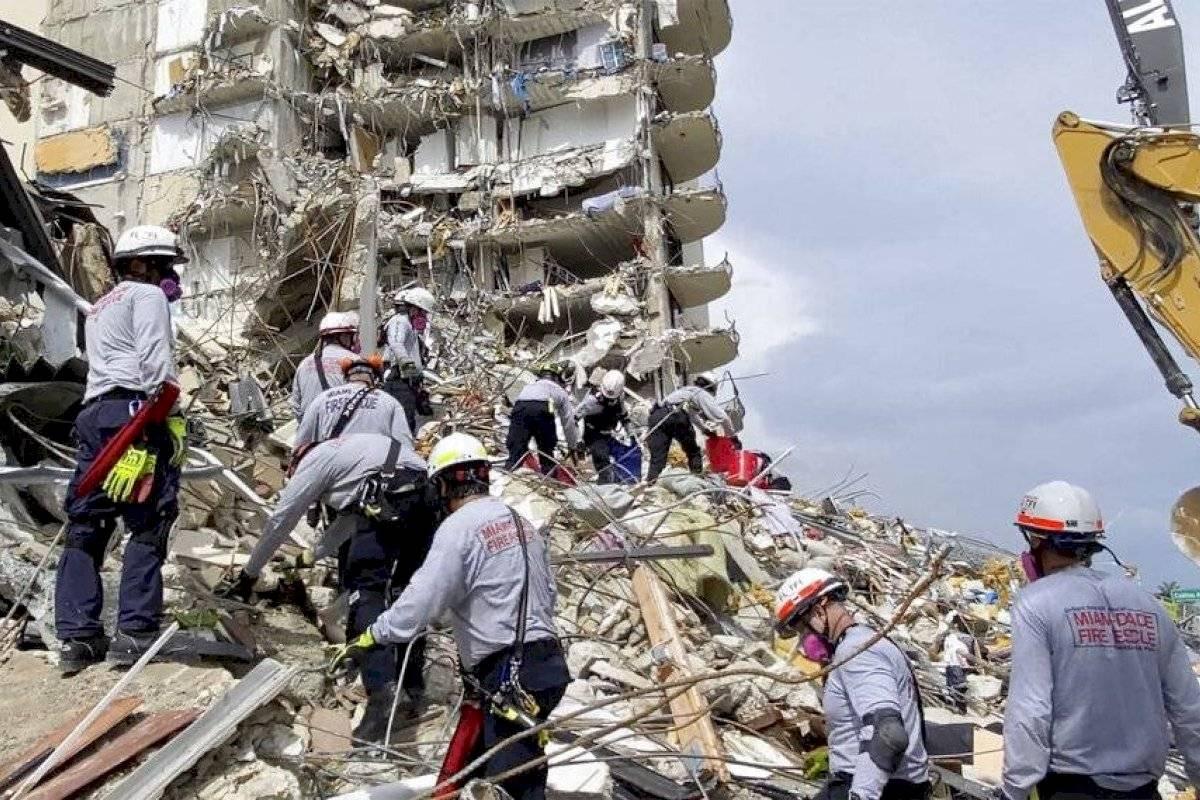 Ponen fin a misión de rescate en edificio colapsado en Miami | Metro
