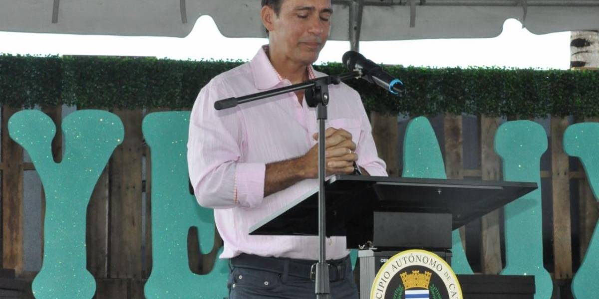 Homenaje a Albert Rodríguez en graduación de escuela que fundó junto a Deddie Romero