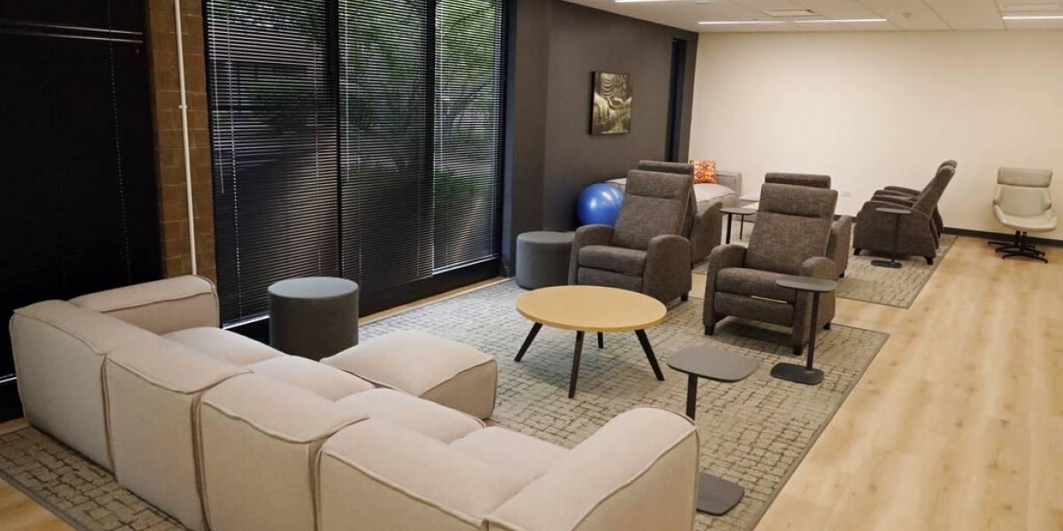 Oficinas después del COVID: Pasillos grandes, menos mesas