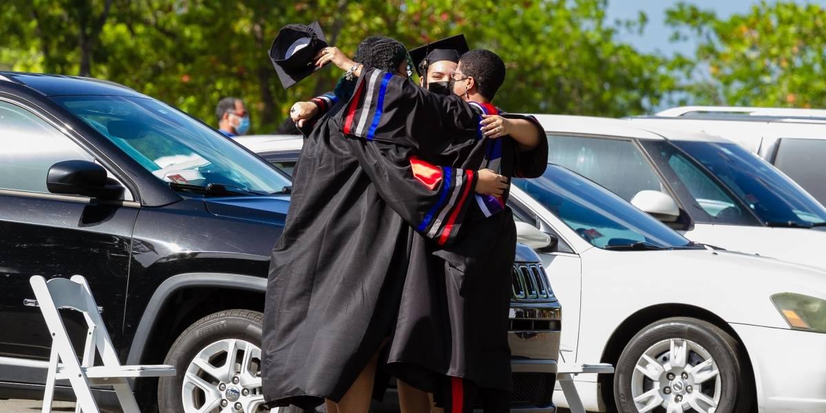 Fotos: UPR Carolina 1,142 estudiantes de las clases del 2021 y del 2020