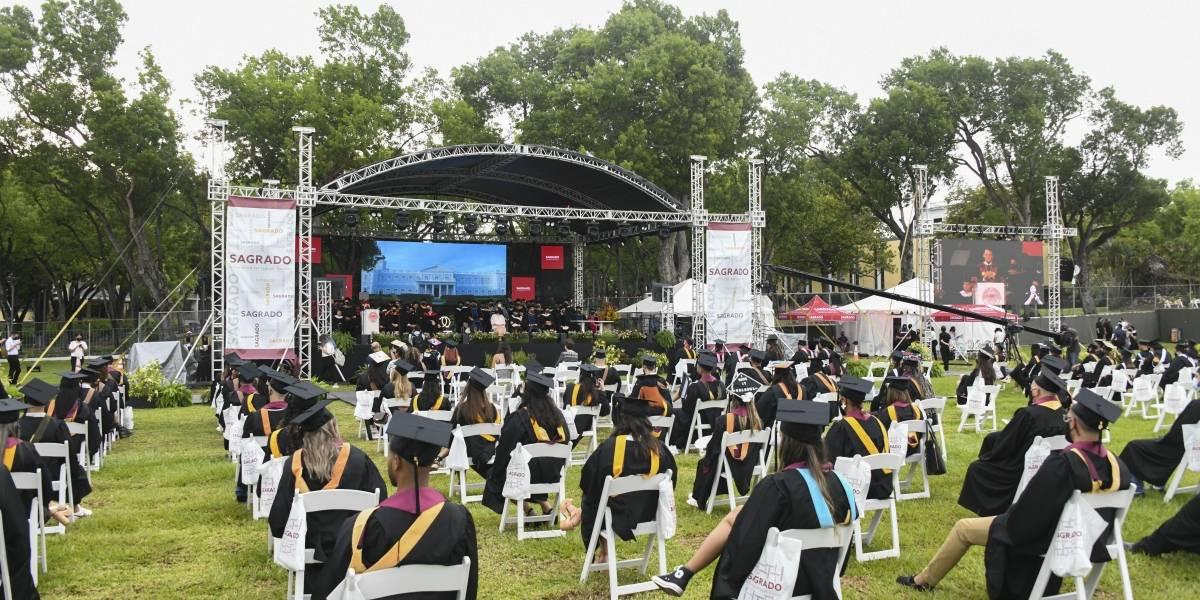 Fotos: Sagrado Corazón gradúa 1,902 estudiantes de sus Clases 2020 y 2021