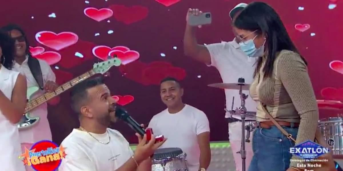 Cantante Gerardo Rivas compromete a su novia en Puerto Rico Gana
