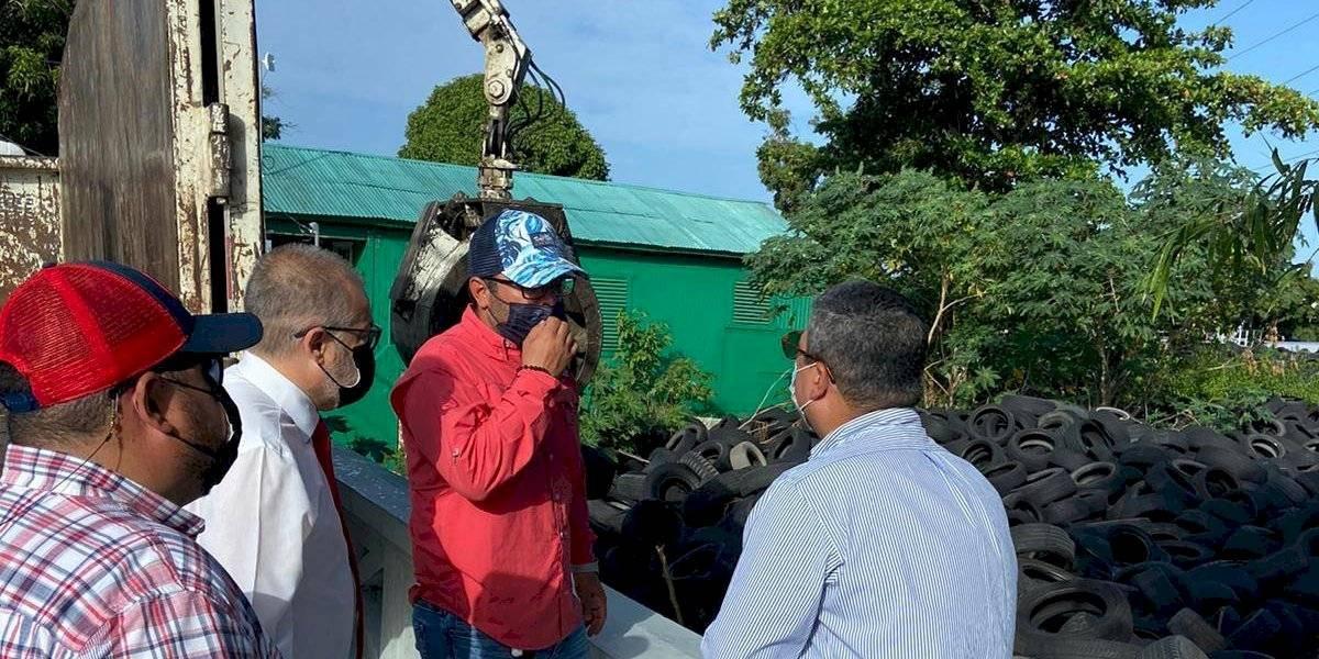 Municipio de Ponce inicia recogido de miles de gomas acumuladas
