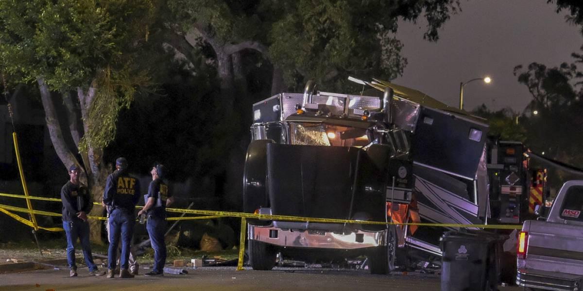 Explota camión de Policía de Los Ángeles cuando sacaba explosivos: 17 heridos