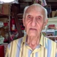 Don Pablo tiene 97 años y sigue trabajando en su negocio en Adjuntas