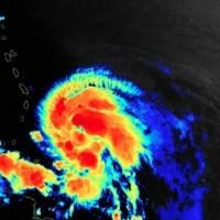 Se fortalece la tormenta Elsa en su paso cercano por las Antillas Menores