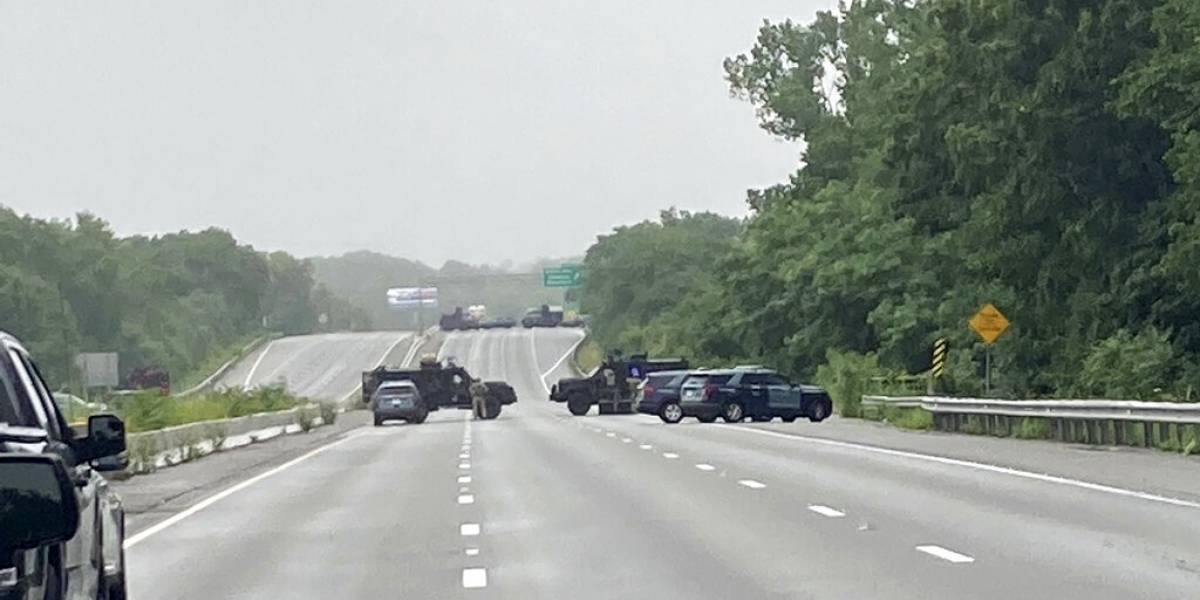 Policía arresta a 11 hombres armados en Massachusetts