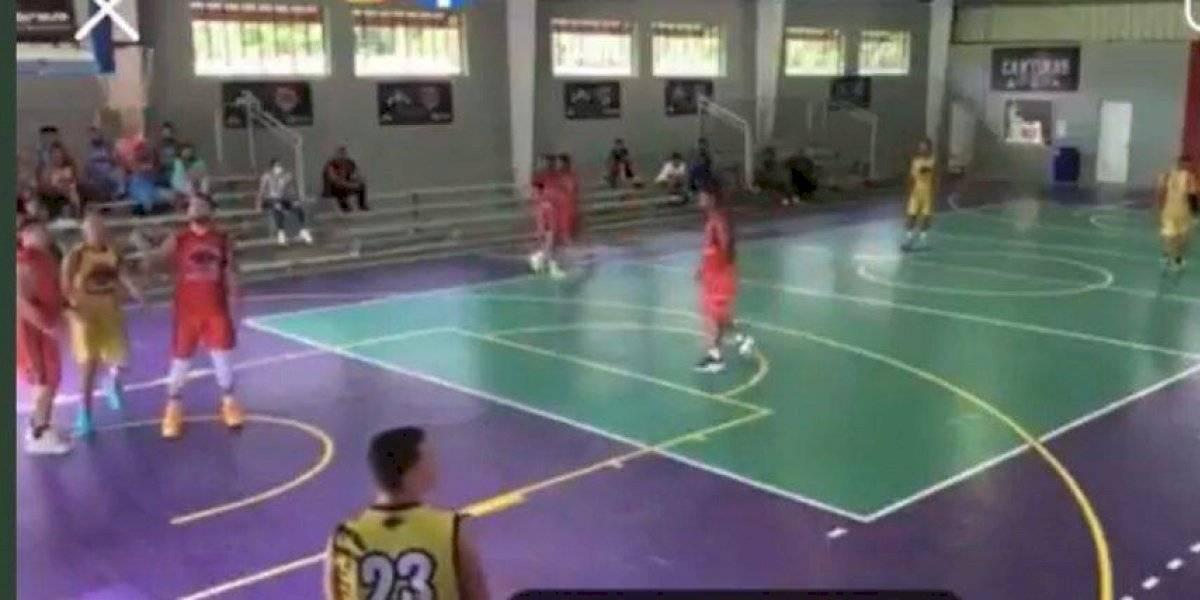 Video: Tiroteo que cobra la vida de un hombre interrumpe juego de baloncesto en Yabucoa
