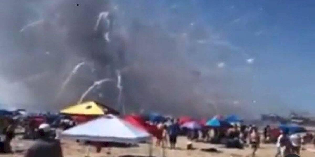 Videos: Camión con pirotecnia se incendia en playa en Estados Unidos