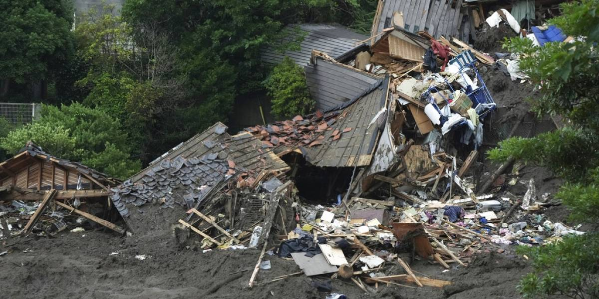 Deslave en Japón deja cuatro muertos y 24 desaparecidos