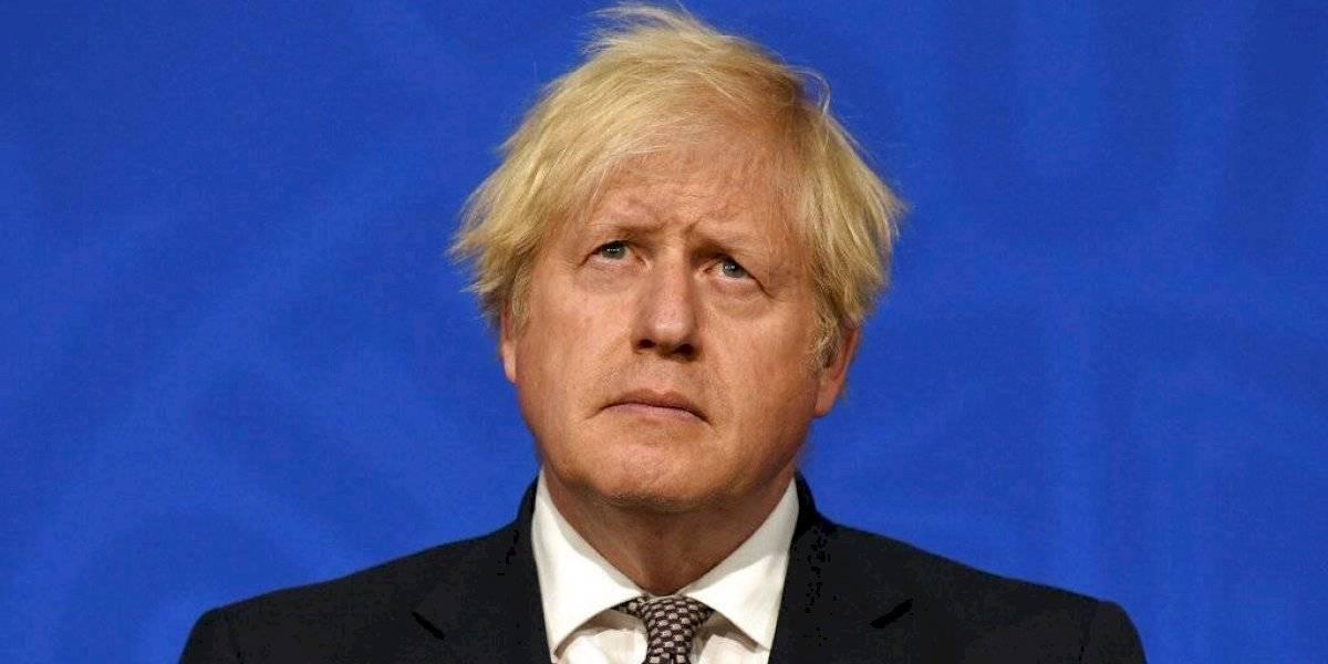 Gran Bretaña planea eliminar mascarilla y distancia social