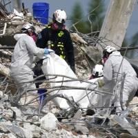 Tormenta amenaza labores en sitio de derrumbe en Florida