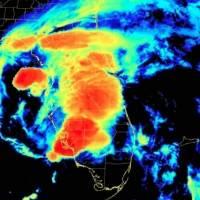 Elsa se debilita a tormenta tropical y amenaza a la costa de Florida