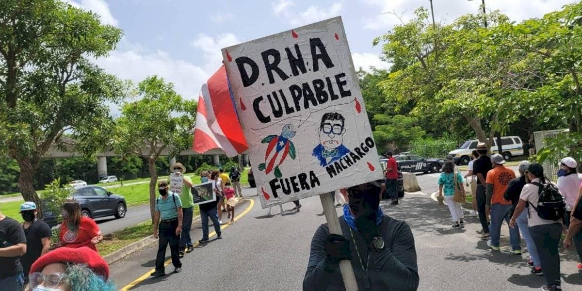 Organizaciones exigen renuncia de Rafael Machargo en manifestación frente al DRNA