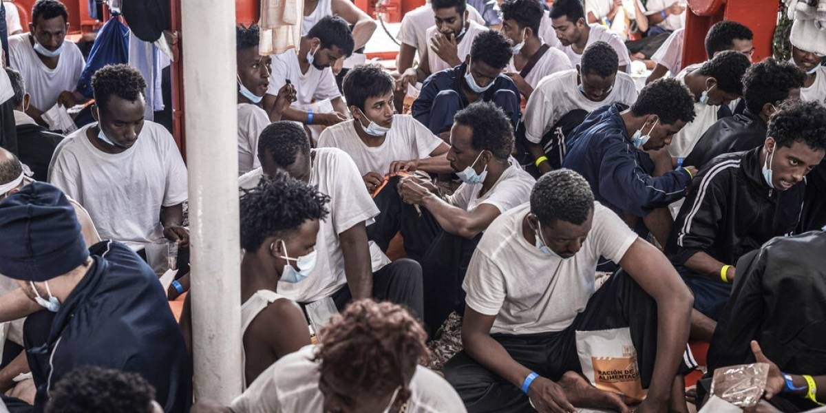 Italia autoriza arribo de buque con 572 migrantes rescatados