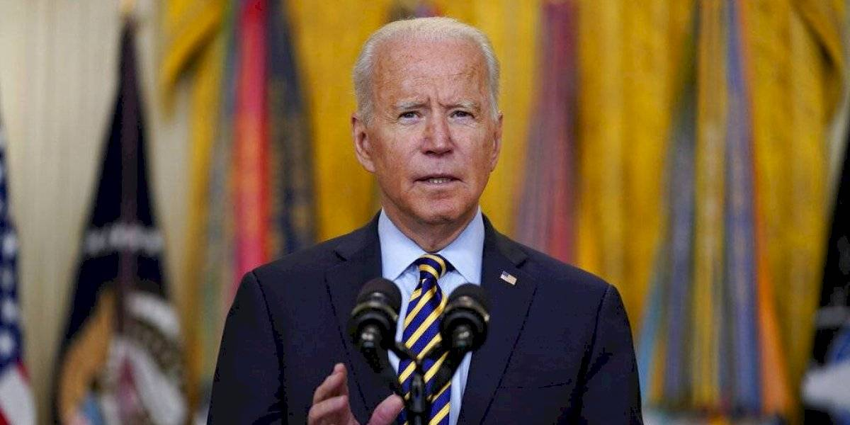 Biden modera exhortación a redes sociales sobre el COVID-19