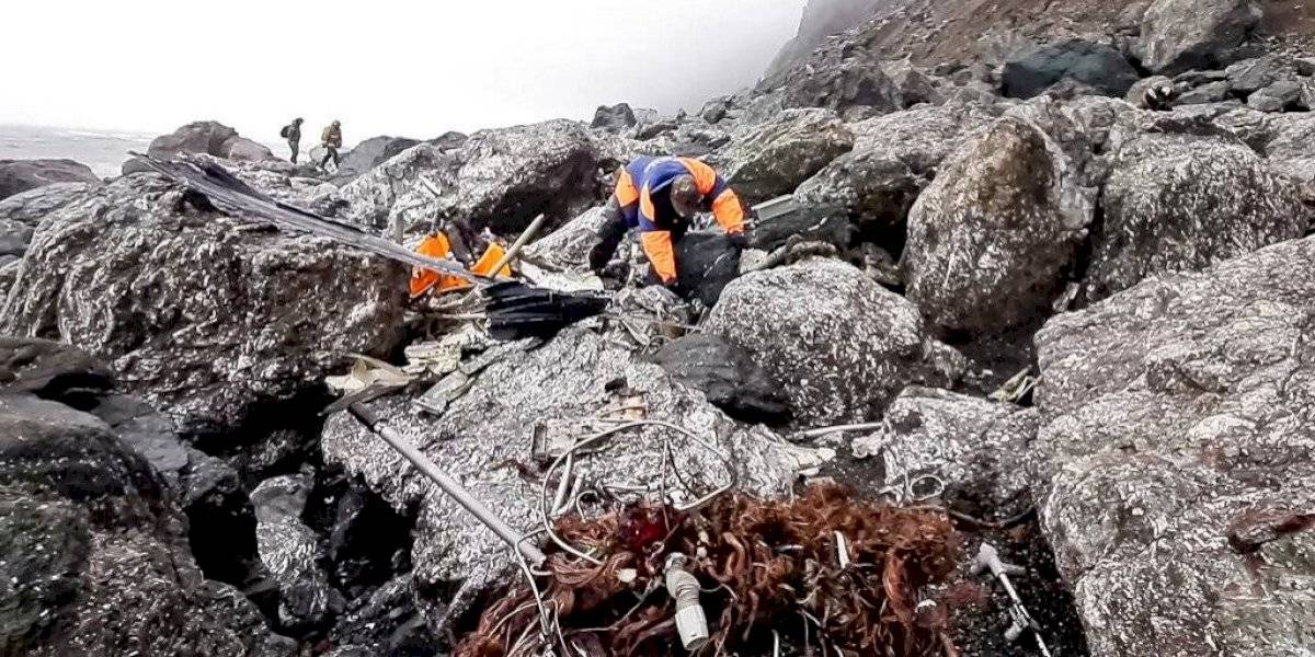 Rusia recupera restos de las 28 víctimas de avión desplomado