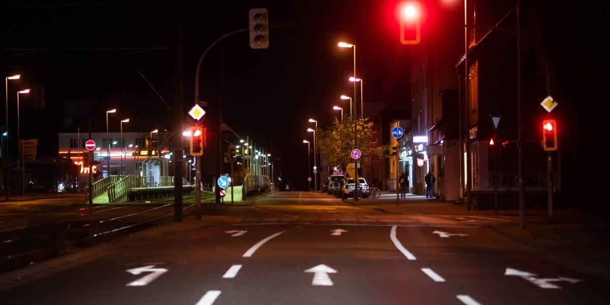 Mujer atraviesa 49 semáforos en rojo en el auto de su expareja para acumular multas